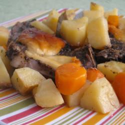 Χοιρινές μπριζόλες με πατάτες και χαλούμι...
