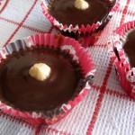 Μάφινς με φουντούκι, καραμέλα και επικάλυψη σοκολάτας γάλακτος