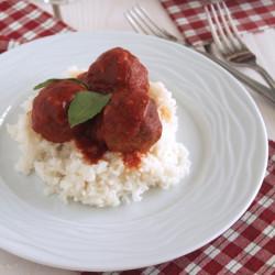 Αρωματικοί κεφτέδες με παρμεζάνα και κόκκινη σάλτσα