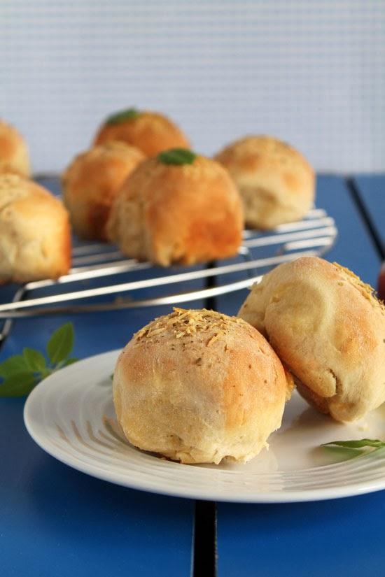 Pizza stuffed bread rolls
