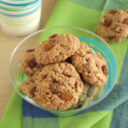 Αρωματικά μπισκότα με σταφίδες, κανέλα και καρύ...