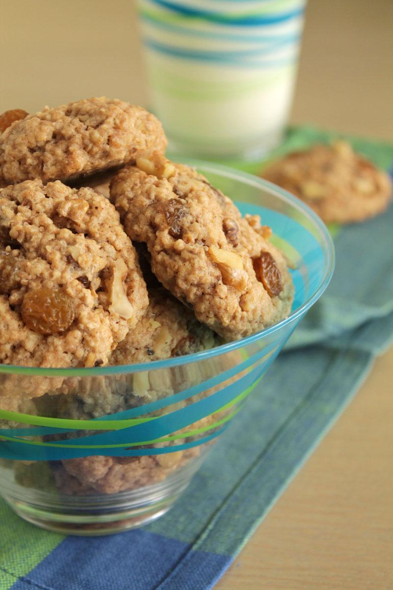Αρωματικά μπισκότα με σταφίδες, κανέλα και καρύδια