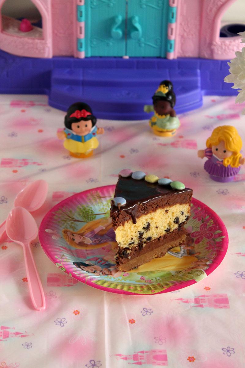 Τούρτα με μπισκότο, μους σοκολάτας, κέικ με σταγόνες σοκολάτας και γκανάς