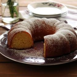 Ελαφρύ κέικ με λεμόνι και γιαούρτι (χωρίς μίξερ...