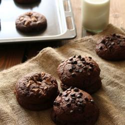 Μπισκότα με 4 σοκολάτες και καραμέλα...