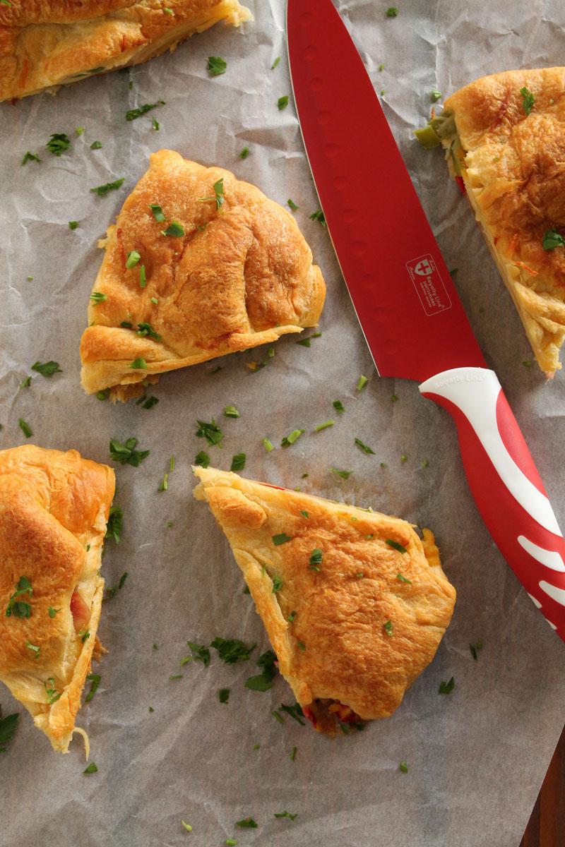 Scrambled-eggs-bacon-croissant-pie (3)