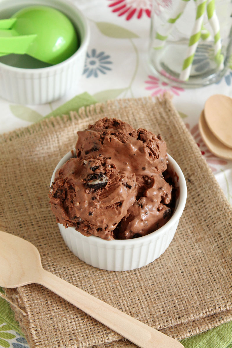 Easy chocolate and cookies ice cream