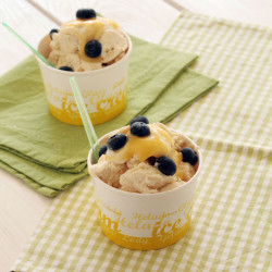Lemon curd and cookies frozen yogurt