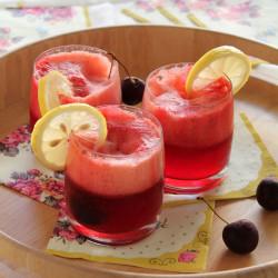 Εύκολη λεμονάδα με κεράσια