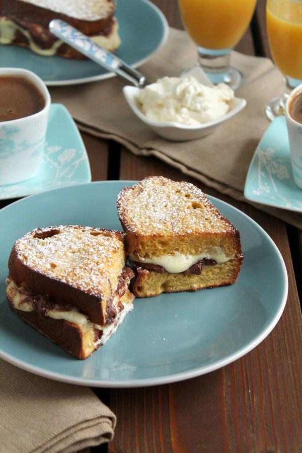 Στην κουζίνα των γεύσεων: Γλυκό τοστ με τσουρέκι, μερέντα και τυρί κρέμα