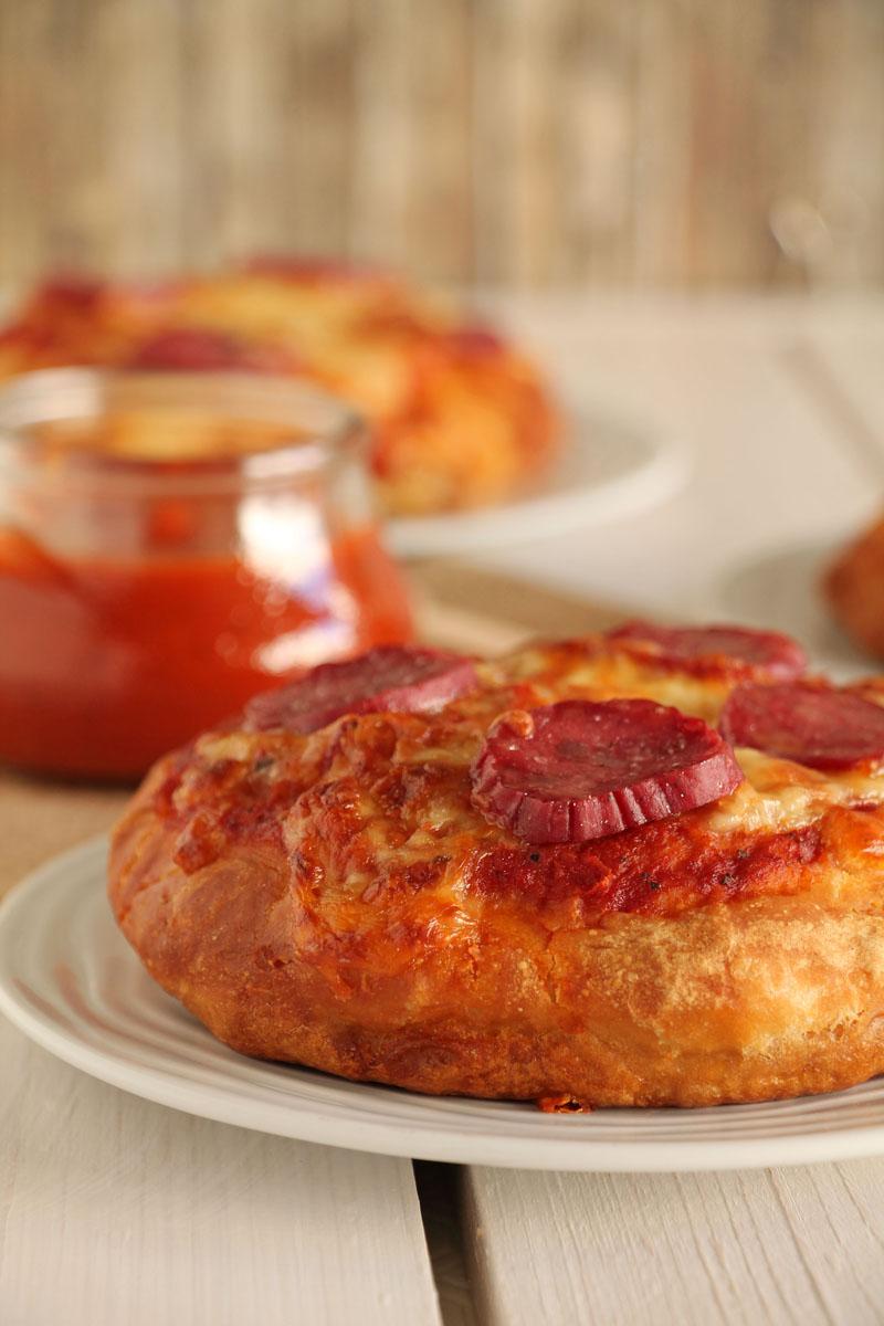 The one with all the tastes | Ατομικές πίτσες με ζύμη pretzel