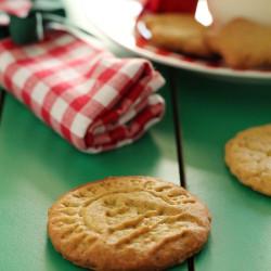 Μπισκότα με φιστίκια Αιγίνης για τον Άγιο Βασίλ...