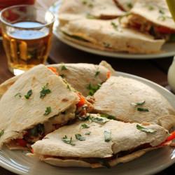 Quesadillas με κοτόπουλο και πιπεριές...