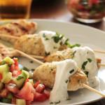 Κεμπάπ κοτόπουλου με σάλτσα γιαουρτιού… και ετοιμασίες!