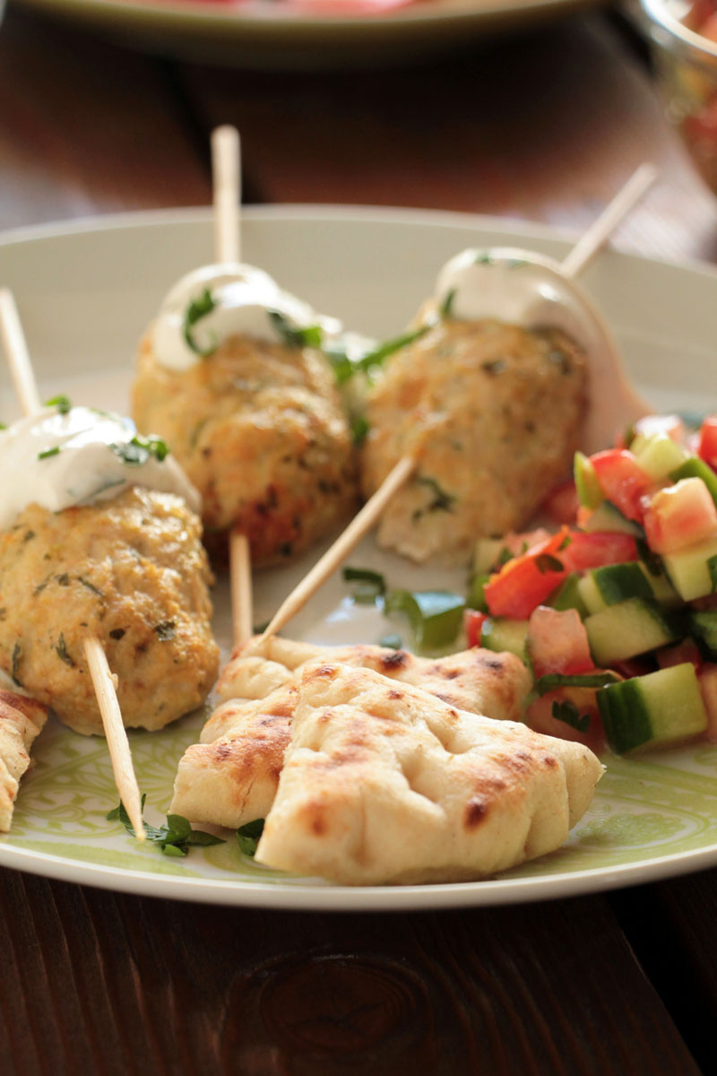 chicken-kebabs-yogurt-sauce