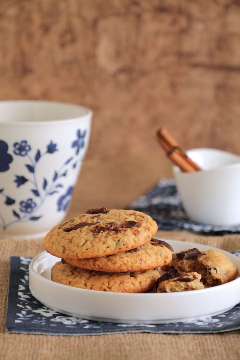 honey-chocolate-chunk-cookies
