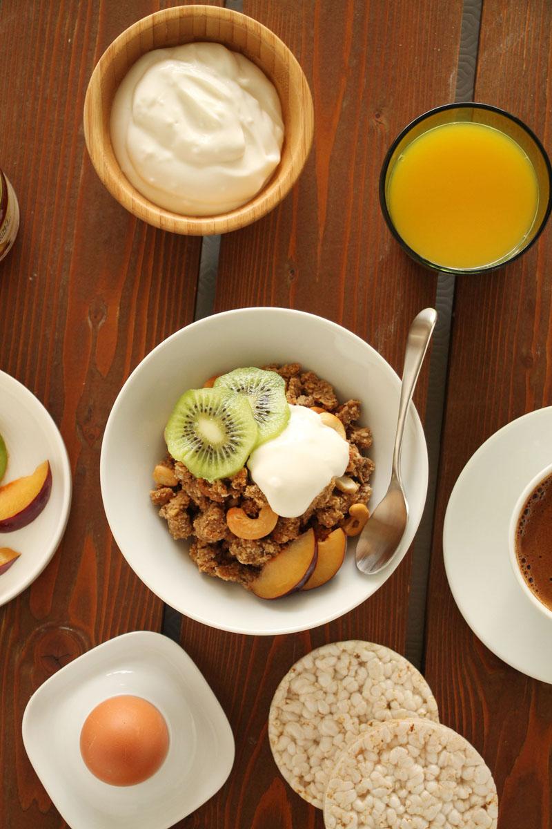 peanut-butter-banana-honey-granola