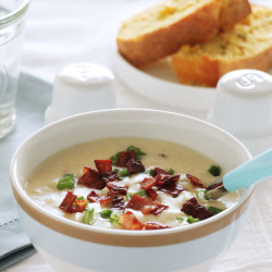 Κρεμώδης και εύκολη πατατόσουπα...