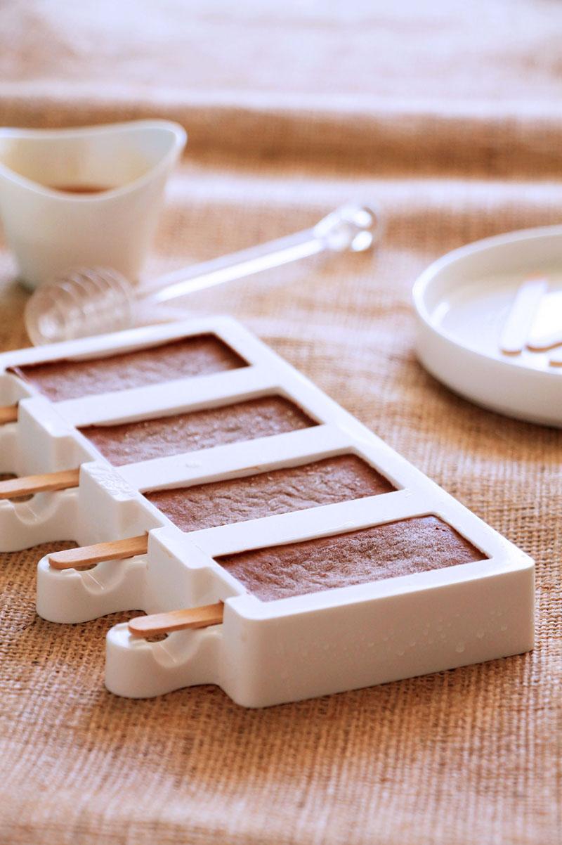 σοκολατένια παγωτάκια με φυστικοβούτυρο | theonewithallthetastes.com