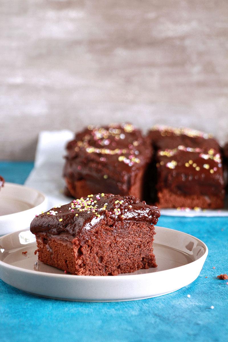 σοκολατένιο-κέικ-με-φυστικοβούτυρο