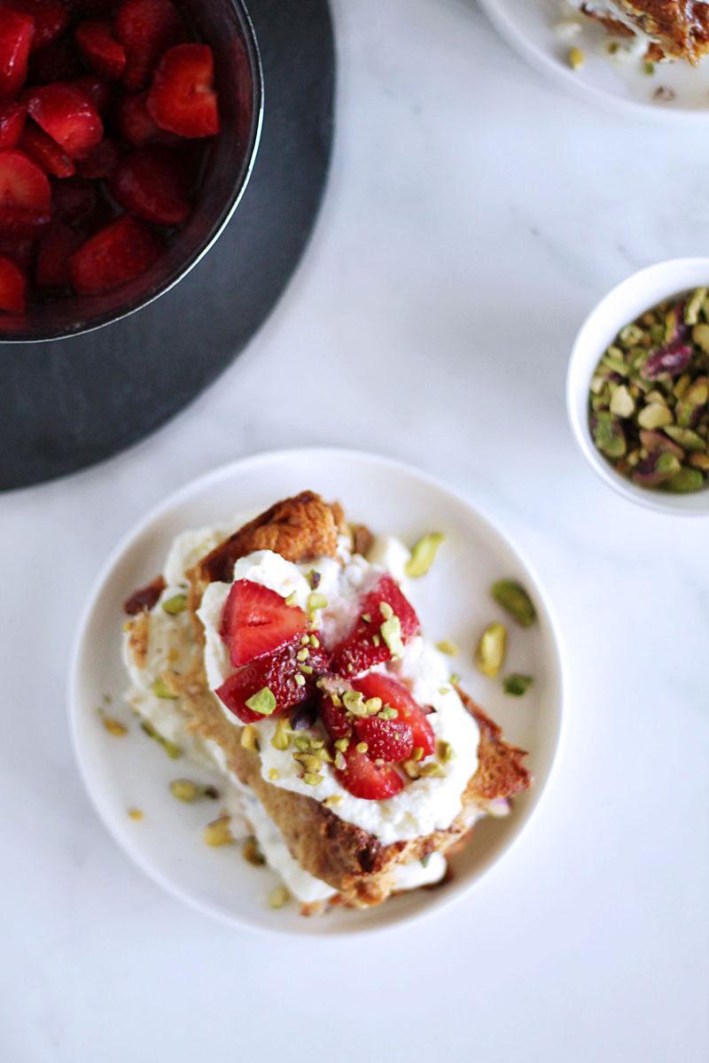Γλυκό τοστ με μασκαρπόνε και φράουλες