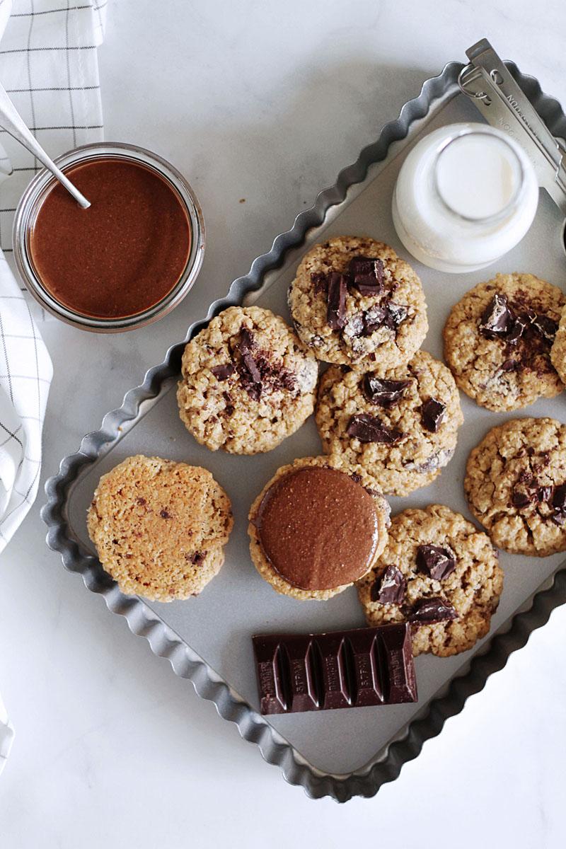 μπισκότα βρώμης με σοκολάτα γεμιστά με σοκολατένιο βούτυρο αμυγδάλου