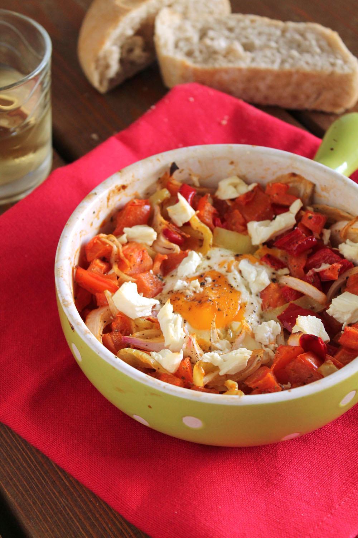 Αυγά με λαχανικά στο φούρνο